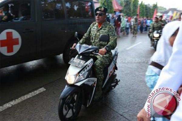 Kena Macet, Pangkostrad Naik Motor ke Lokasi HUT TNI