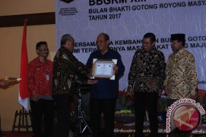 Walikota Terima Penghargaan UWN
