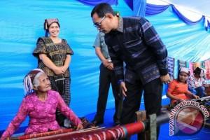 Keseriusan JR Saragih Supaya Ulos Mendunia
